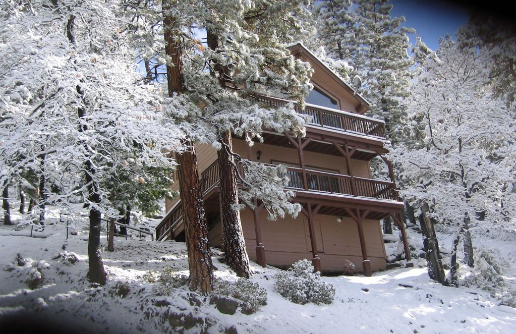 Stay inside yosemite park gates between homeaway for Yosemite national park cabin rentals