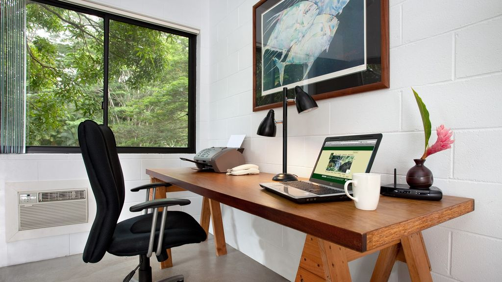 Office with laptop, WiFi, & printer. Plus bunk beds