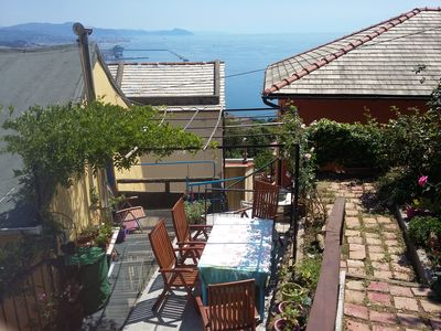 House on two levels terrace overlooking the sea between the sea and the mountains on the altrure