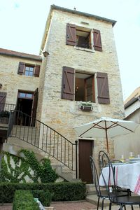 18th Century townhouse with private Courtyard & Pigeonnier