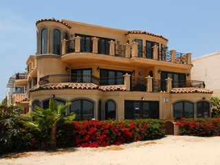Mission Beach condo photo - Exterior picture of Villa Italia from beach