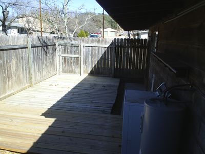 Fenced Backyard Porch, Full Size Washer and Dryer