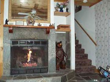 Yosemite National Park townhome rental - Fireplace in Cozy Bear Living Room