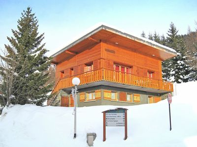 "Ideally situated, ""ski-in/ski-out"" detached chalet with a chimney corner"