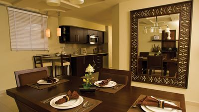MASTER SUITE VILLA DINING ROOM & KITCHEN