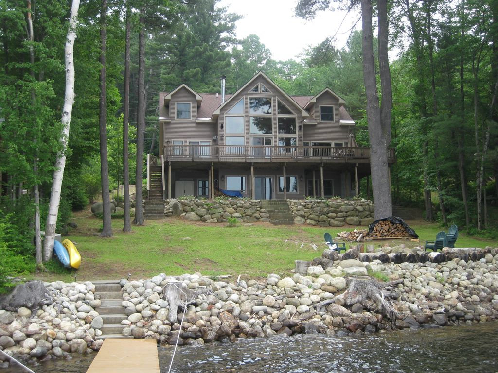 Beautiful adirondack lakefront home homeaway corinth for Lake front homes