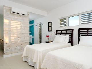 Providenciales - Provo villa photo - Twin beds in third bedroom
