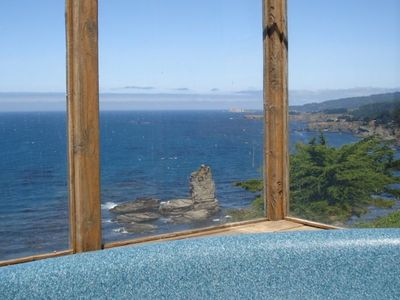 Large hot tub with spectacular panoramic ocean front view on lower deck level