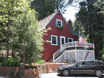 Lake Arrowhead cabin rental - DeVilla Level Parking for up to 4 cars