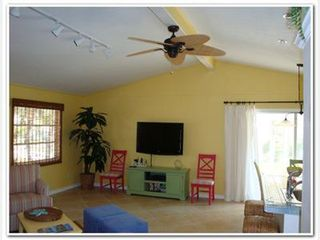 Fort Myers Beach cottage photo - Living