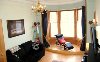 Living room with 3 seater & 2 seater couch, chaise longue, TV, DVD player, Wifi+