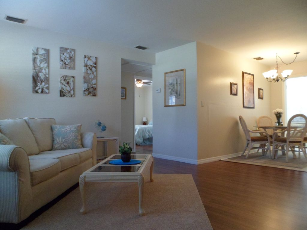 gulf breeze chat rooms Looking for a room for rent roommatescom is the fastest roommate finder in gulf breeze, fl to help you find a roommate today the best part, it's free to start.