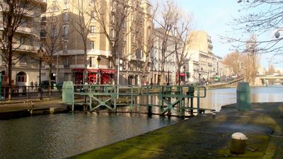 Canal Saint Martin (50m from apartment)