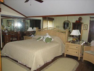 MASTER BEDROOM--KING BED WALK-IN CLOSET, FULL BATH,  TV, ACCESS TO LANAI