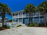 Awesome 2 Story 3/3 Beach Cottage w/private Pool. Gulf View