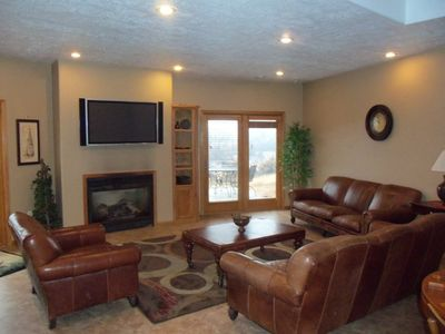 Sioux Falls lodge rental - Basement lounge.