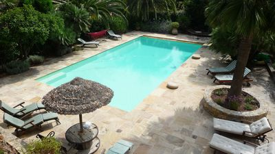 A few minutes walk from the beaches and shops. Pool 12.5m