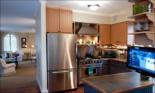 Aspen townhome photo - Newly remodeled kitchen Viking Range and Granite