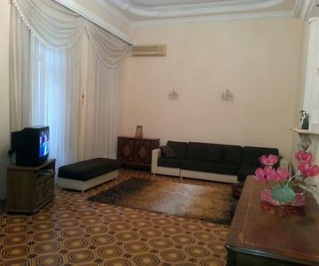 For rent 3 bedroom apartment in the heart of Baku