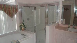 Lindfields house photo - Master Bathroom With Shower and Tub