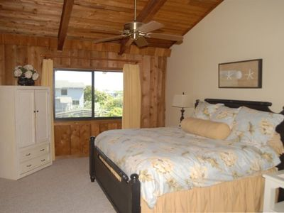 Spacious Master overlooking Atlantic Ocean. King bed, cable TV, walk in closet