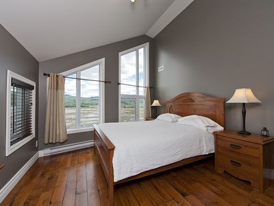 Baie-Saint-Paul property rental - Bedroom with queen-size bed