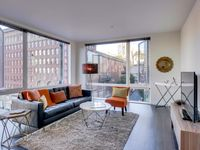 Mid-century Modern Downtown Seattle! Shared Rooftop Patio!