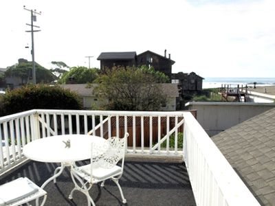 Upstairs deck with view of the surf