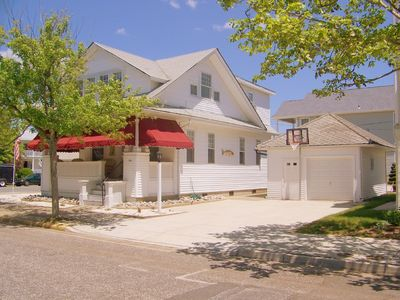 Boardwalk house rental - Classic Beach Digs - Garage, Parking, BBall Hoop