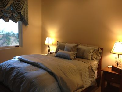 .Guest House ensuite bedroom (queen bed)