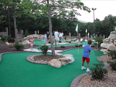 Massanutten house rental - WALK to the Mini-Golf Course!