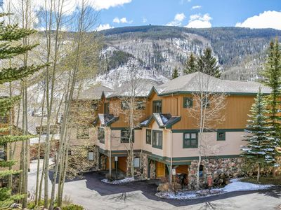 West Vail, Steps from free in-town bus stop, 2 Queen Suites!