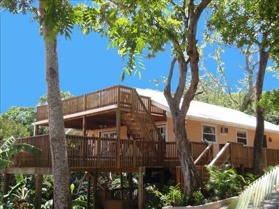 ORCHID BREEZE, MAIN HOUSE-MAIN & UPPER  DECKS,50 FT TO BEACH, TROPICAL GARDENS