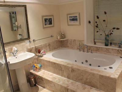 Brampton house rental - Marble Bathroom with Spa