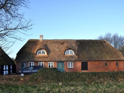 Thatched Farmstead with large peaceful garden, pets allowed on request