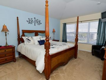 Spacious Master with King Bed and Private Bath!