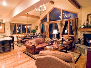 Steamboat Springs house photo - Well lit family room