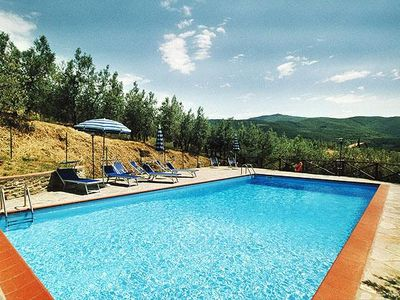 Charming apartment for 4 people in the Tuscan valleys, with communal swimming po