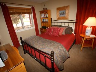 Bretton Woods townhome photo - Second bedroom with comfortable queen bed and TV.