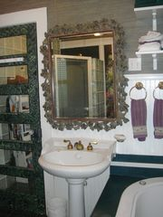 Charleston apartment photo - En-Suite Bathroom: AptB