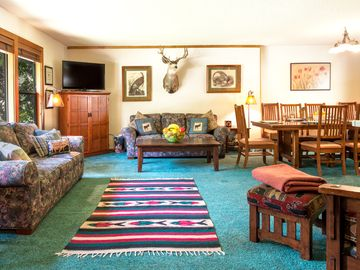 Tahoe City house rental - comfortable great room, flexible for all family activities