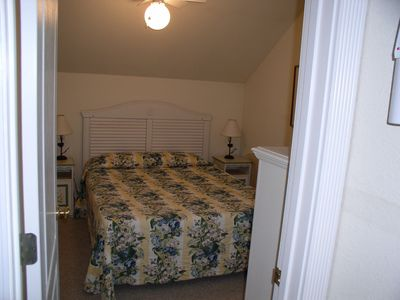 Corolla cottage rental - Queen size bedroom