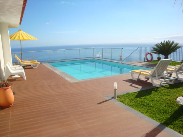 CASA DO SOL: Heated pool, indoor hot tub & sauna, ideal location, amazing views