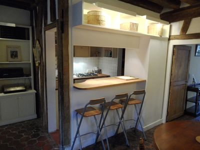 Apt LISLE- Ile St. Louis– The kitchen Tomettes tiles offers a bar for 3.