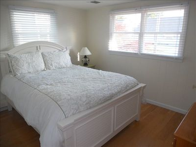 Guest Room - Queen Bed