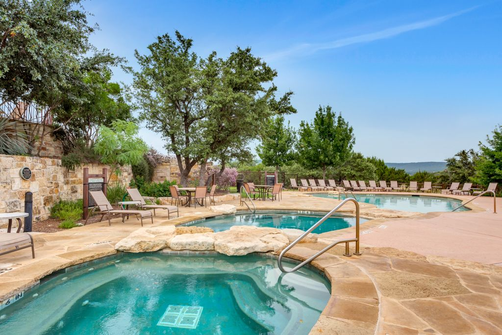 Beautiful Villa with Lake Travis & Hill Country View at Hollows Resort