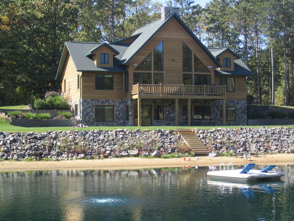 Spacious retreat with private swimming homeaway mauston for Private fishing ponds near me