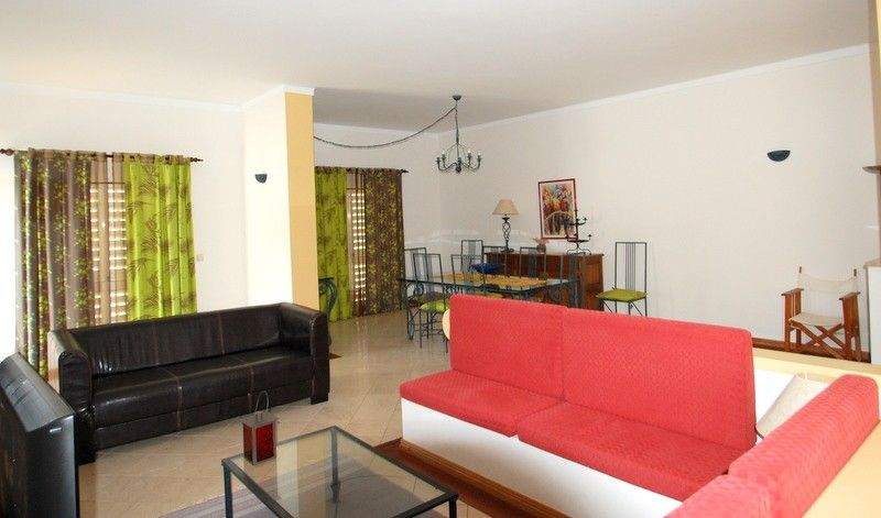 Accommodation near the beach, 210 square meters, with pool