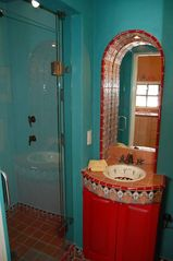 San Miguel de Allende studio photo - The Diego bath with shower.