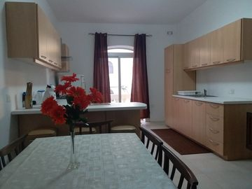 Le Chalet - Large and Comfortable 2 Bedroom Apartment with AC